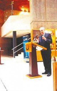 El jurista y miembro de número de la Academia Mexicana de la Lengua, don Diego Valadés, impartió la conferencia El control del poder, en el Centro Cultural Tijuana