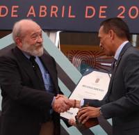 Recibe Guillermo Sheridan el Premio Ibargüengoitia