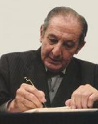 El escritor y poeta Eduardo Lizalde, fue galardonado con el Premio